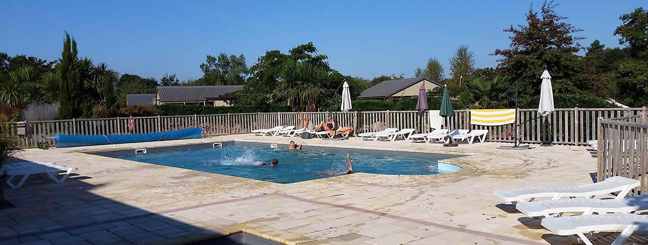 camping kervallon piscine