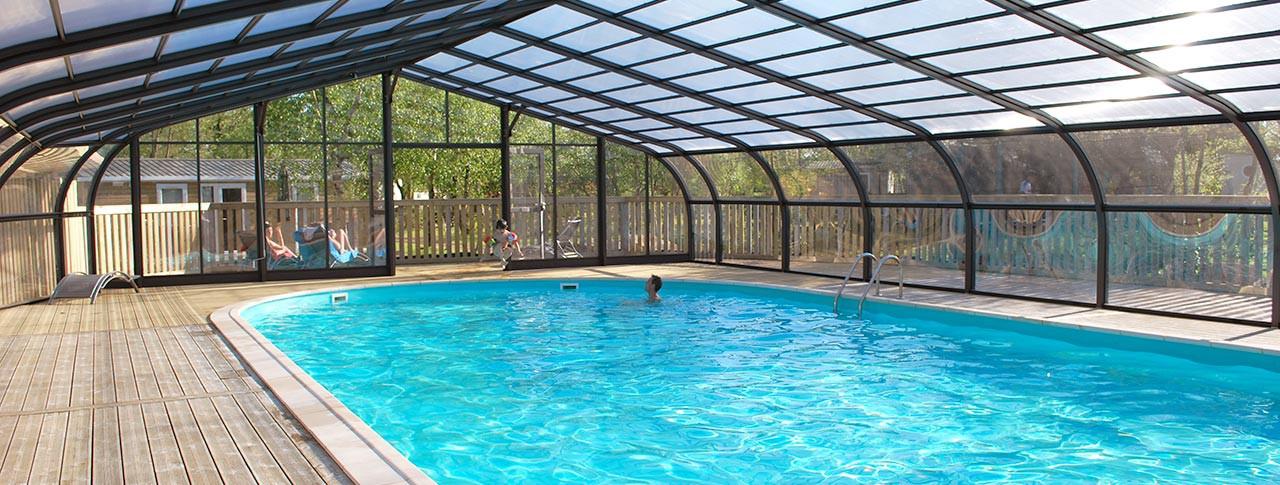 camping-lac-de-la-chausseliere-piscine-couverte-min.jpg