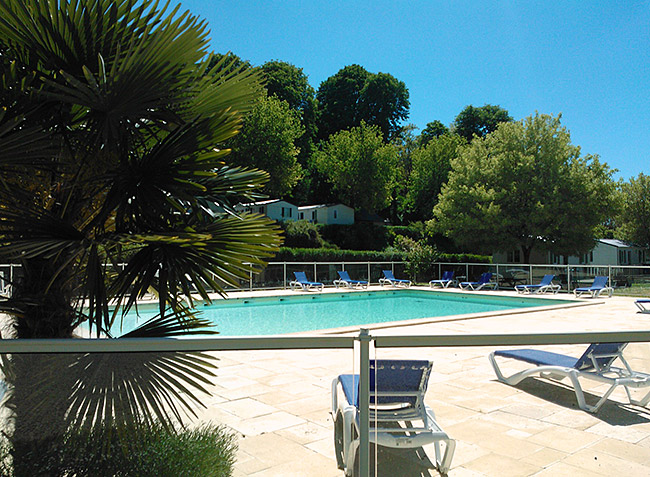 Camping val de loire centre camping les nobis d 39 anjou for Club piscine anjou