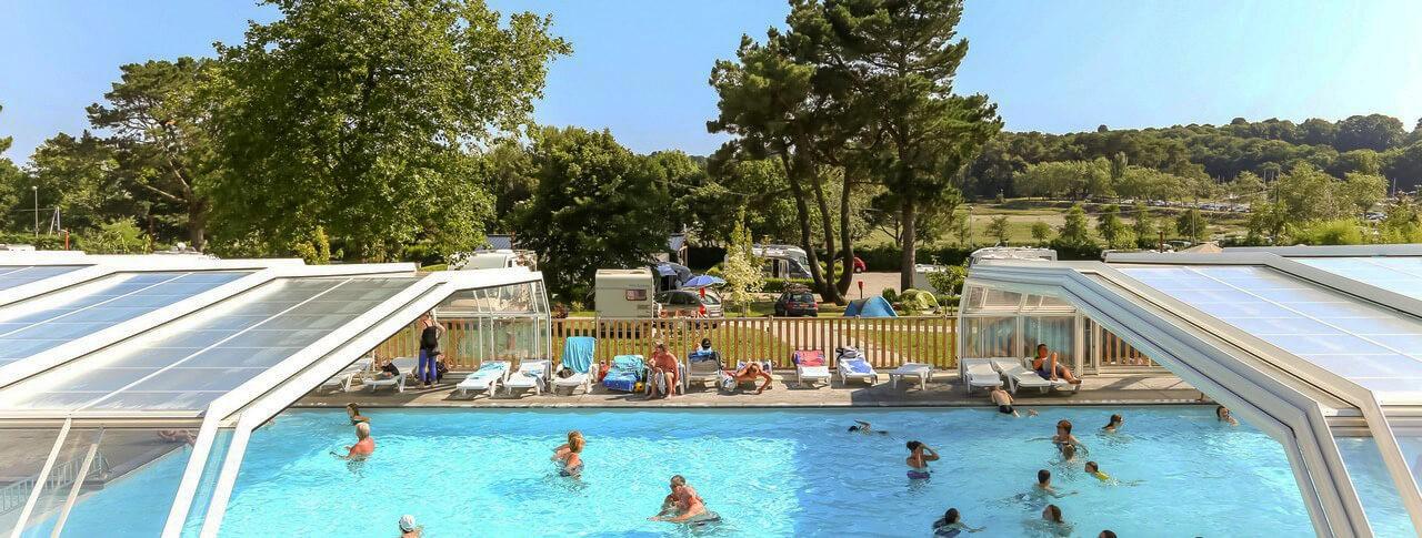 camping Le Conleau piscine couverte extérieure