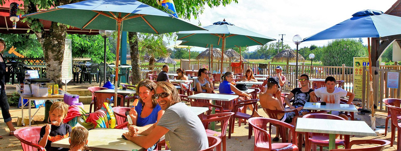 camping La Châtaigneraie de Sarlat restaurant terrasse
