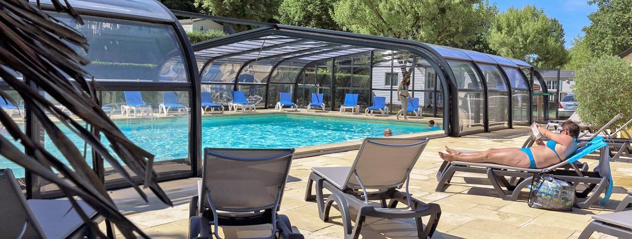 Camping Les Nobis piscine couverte chauffée