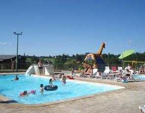 camping Le Lac de Bonnefon piscine jeux gonflable