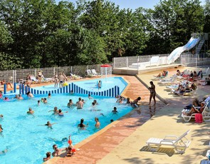 camping-les-terrasses-du-lac-piscine-toboggans-principale-min.jpg