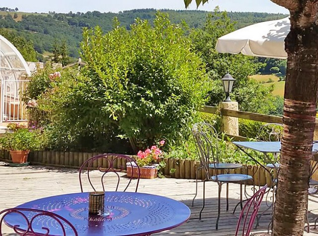 camping Le Belvédère vue terrasse Auvergne Cantal-3