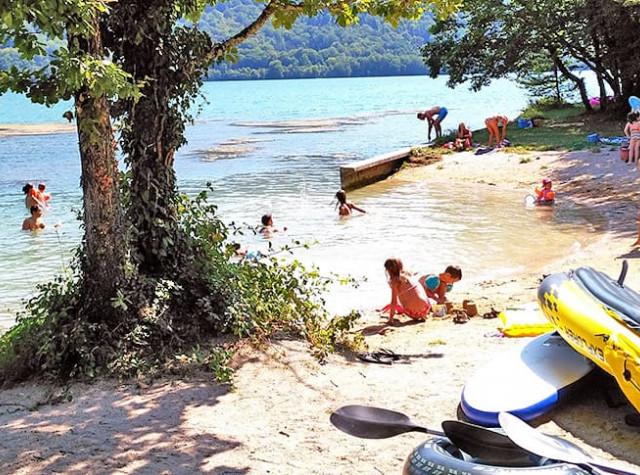 Camping la Presqu île du Jura baignade Lac du Croiselet-2