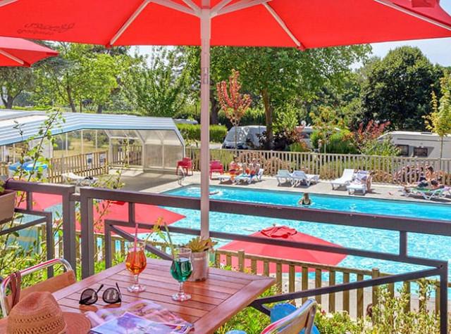 camping-conleau-piscine-terrasse.jpg-3