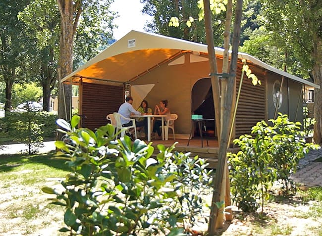 camping-le-peyrelade-bungalow-toile.jpg-3