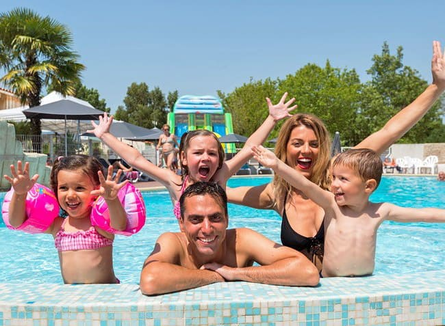 camping-la-grand-metairie-vendee-piscine.jpg-8