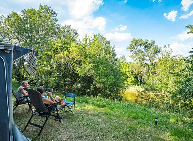 camping-saint-michelet-emplacement-vue-riviere.jpg-10