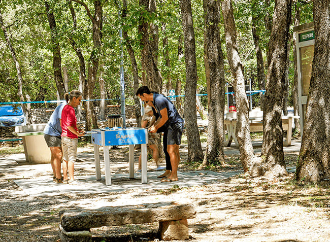 camping-truffieres-table-ping-pong.jpg-11
